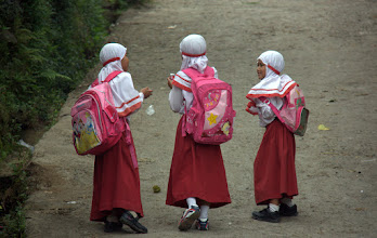 Photo: Muslim girls