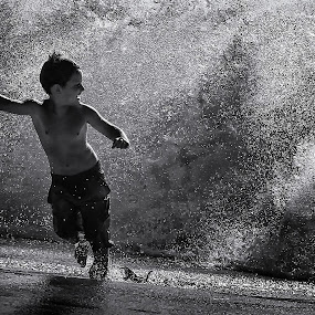 Watergames by Dietmar Pohlmann - Babies & Children Child Portraits ( playing, water, play, beach, waterfront, boy )