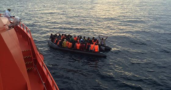 Más de cuarenta personas, entre ellas dos niños, llegan a Almería en 3 pateras