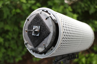 Photo: Notice that the capsule and the baffle plate must be placed slightly out of the Rycote cylinder so the basked frame will not block the sound flow to the capsules.  Listen to recordings: https://fieldrecording.net/2016/07/10/dpa4060-binaural-test/