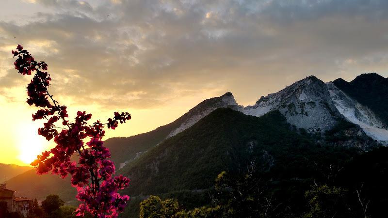Tramonto alle cave di Carrara di Dama