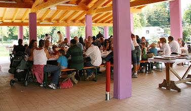 Photo: Pranzo all'aperto nella casa dei benandanti