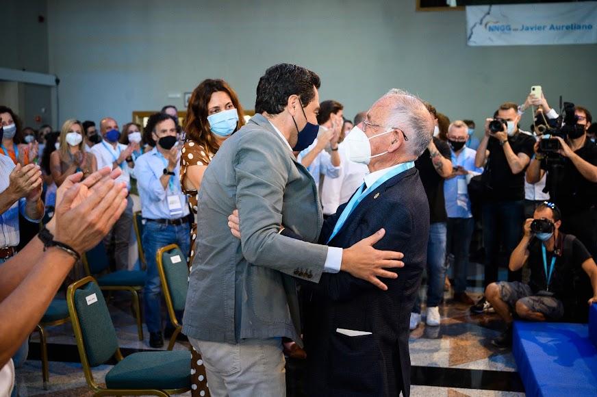 Moreno abraza a Amat.