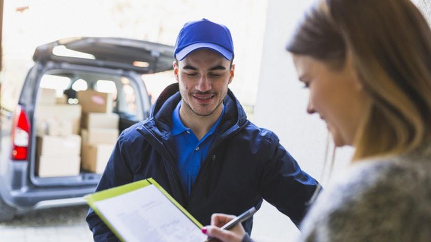 Varias empresas del municipio continúan con sus servicios a domicilio.