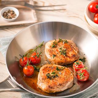 Schweinesteaks mit Thymian und Tomaten