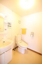 Photo: 2階 トイレ、洗面台 2层 厕所 洗手间 2F toilet sink