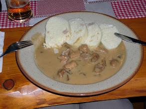 Photo: Gestoomd deeg met goulash