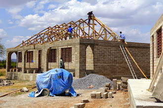 Photo: Roof trusses being fixed on the first classroom block (classrooms 1 and 2)