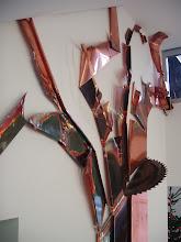 """Photo: Die """"Äste schlagen gegen die Wände"""", suchen sich Lücken um in die 2 Etage durchzuschiessen unkonventionelle Bearbeitungsspuren Patinierung und Kupferanlassfarben zeigen im Detail die gestaltungsvielfallt dieser Wandskulptur"""