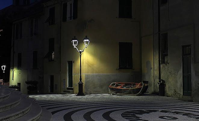 Vecchi lampioni. di Naldina Fornasari