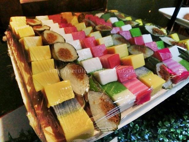 kuih nyonya food assortment malaysia restaurant songket bar perutbesi