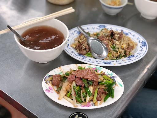 台南最後一站! 牛肉湯收尾🤣🤣  湯頭清燉味道不錯 肉質不錯👍👍  炒飯炒菜牛肉非常香