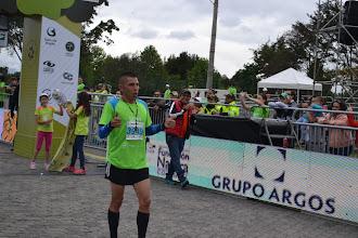 Photo: El campeón cruza la meta