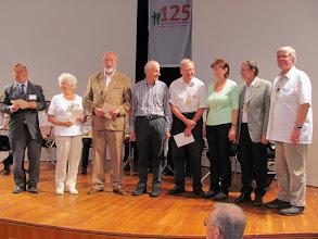 Photo: Ehrung von Leni Lüders (2.v.r.) mit der goldenen Ehrennadel des Deutschen Wanderverbandes
