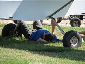 Photo: On reprend des forces à l'ombre des ailes.