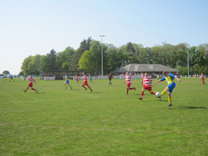 Photo: 25/04/11 v Bracknell Town (Hellenic League Prem Div) 1-1 - contributed by Justin Holmes