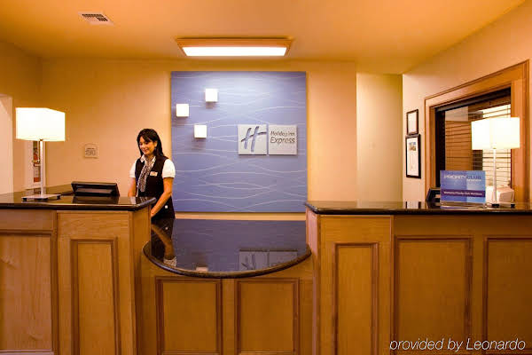HOLIDAY INN EXPRESS & SUITES J