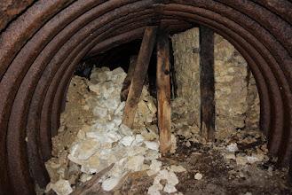 Photo: Aan het einde ervan resten van muren.