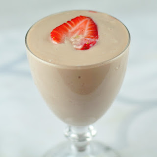 AVOCADO SHAKE WITH STRAWBERRIES