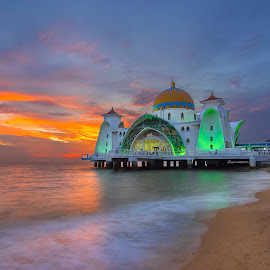 Sunset at Straits Mosque by PENDI KAMRI - Buildings & Architecture Places of Worship ( sunset mosque straits water sky )