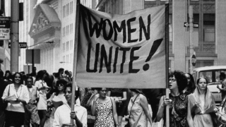 imagen de mujeres protestando