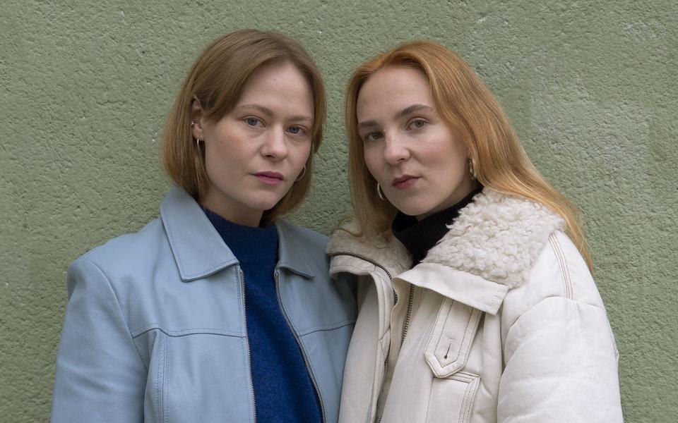 Hannah Reinikainen y Lia Hietala