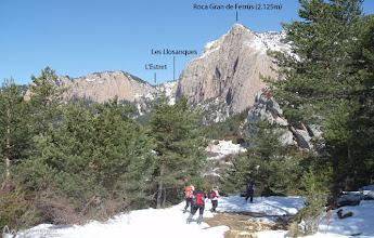 Photo: En esta parte del recorrido, destacando en todo momento la Roca Gran de Ferrús y el collado del Estret
