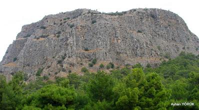 Photo: Z yapılarak çıkılacak olan Priene Antik Kenti üstüde ki dik duvar. Priene Z Yolu - KURŞUNLU Manastırı - Radon Termal Faaliyeti - 26.10.2014