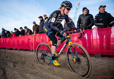 Ellen van Loy blijft naast haar veldritcarrière met plezier als verzorgster aan de slag