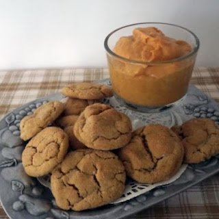 Gingersnap Cookies with Pumpkin Dip