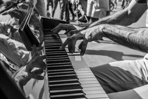 ... e dalle sue mani uscì una melodiaa meravogliosa... di Marco Spinelli