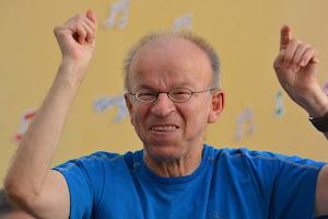 Patrick personne accueillie de L'Arche à Paris qui va courir le semi-marathon de Paris 2015 en joëlette