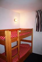 Photo: Coin nuit avec lits superposés