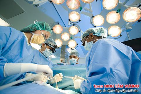 Rối loạn nhịp tim sau phẫu thuật tim có nên điều trị bằng sốc điện