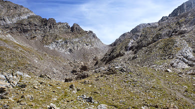 Photo: La fea y pesada pedrera de subida hasta el collado de Eriste, en el centro