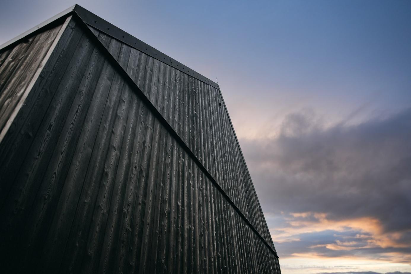 Obraz zawierający niebo, zewnętrzne, budynek  Opis wygenerowany automatycznie
