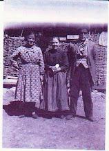 Photo: Boletín 121 - la tía Avelina Bayón y sus hijos