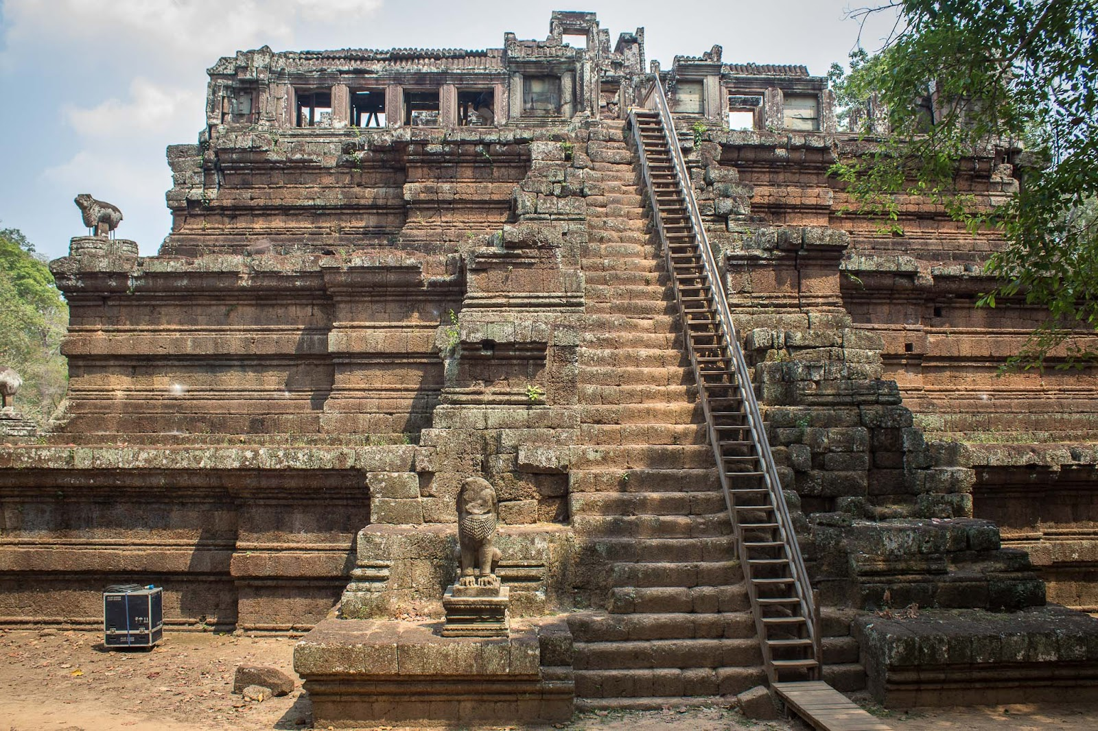 phimeanakas, angkor temples, cambodia, siem reap, visiting angkor, best temples