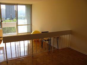 Photo: обеденная зона, через две ступеньки вниз - зал и дальше балкон