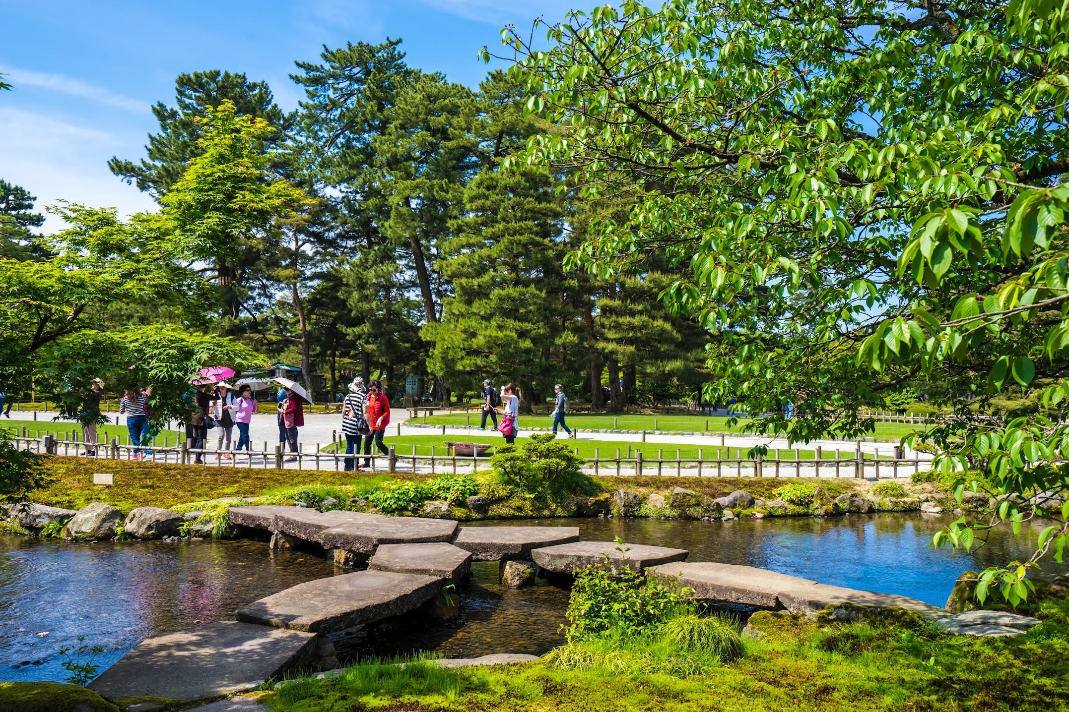 Kenrokuen Garden Gankou-Bashi
