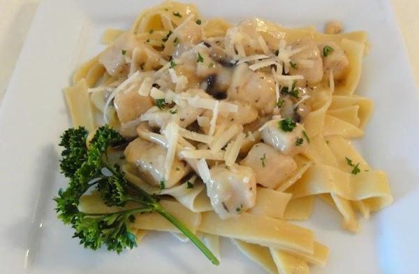 Chicken And Mushrooms In Garlic White Wine Sauce Recipe
