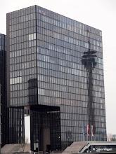 Photo: Der Rheinturm (als Spiegelbild)