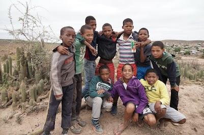 Junge Fußballspieler im Townships Dysselsdorp