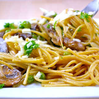 Garlic Butter Spaghetti with Roasted Mushrooms and Peas Recipe