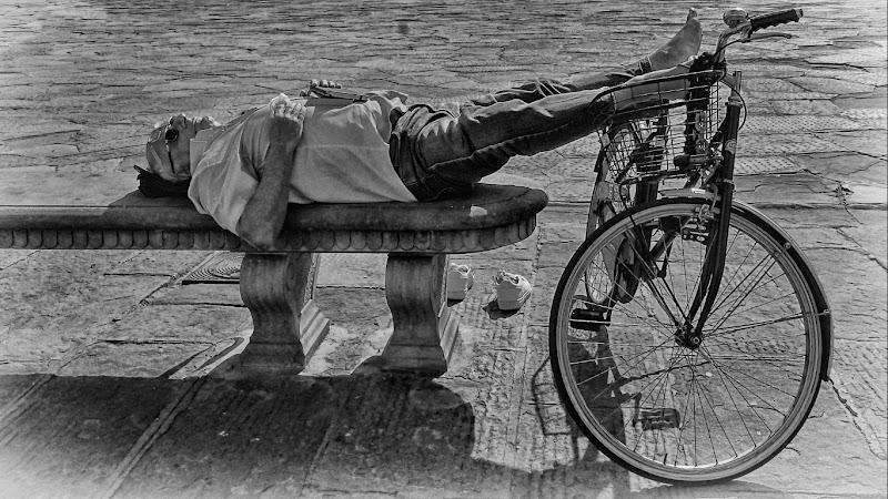"Panchina e bicicletta per ""pennichella"" di marvig51"