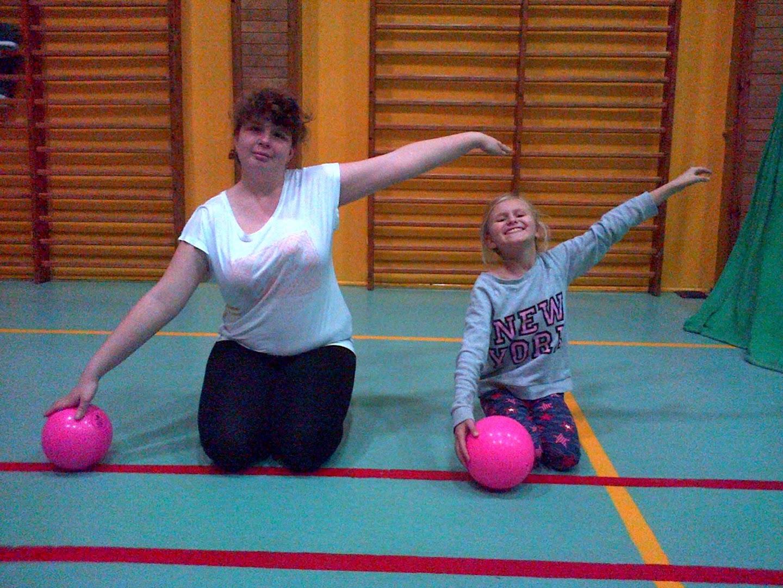 Zajęcia sportowo-rekreacyjne zelementami gimnastyki artystycznej