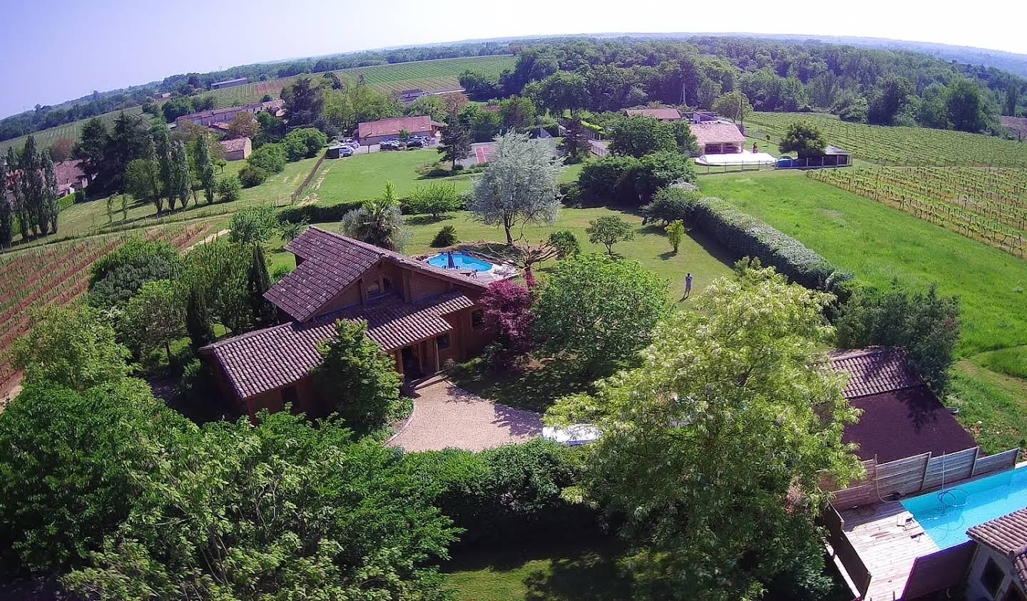 Property with pool and garden Saint-Emilion