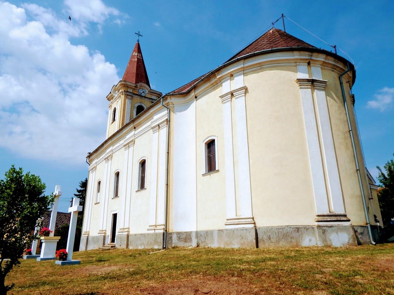 Értény - Szent Márton püspök rk. templom és kálvária a templomdombon