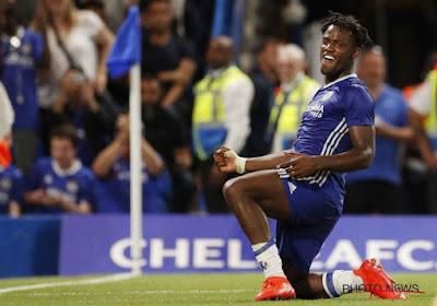 Michy Batshuayi scoort voor de beloften van Chelsea in de wedstrijd tegen Southampton