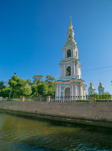 church-seen-on-st-petersburg-canal-cruise.jpg - Church seen on a canal cruise  in St. Petersburg, Russia.